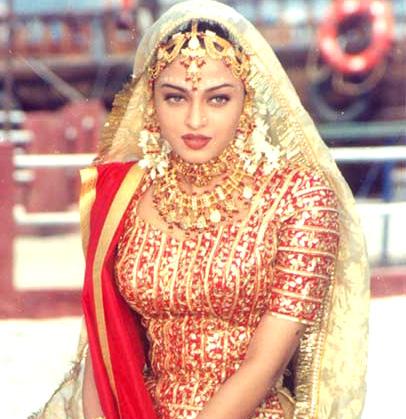 Indian bridal wear bridal makeup for Indian traditional wedding dress