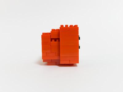 ナノブロックで作った赤いテレビ