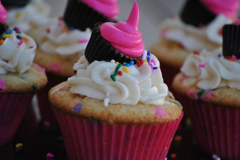 The Farm Girl Recipes: Homemade Funfetti Cupcakes