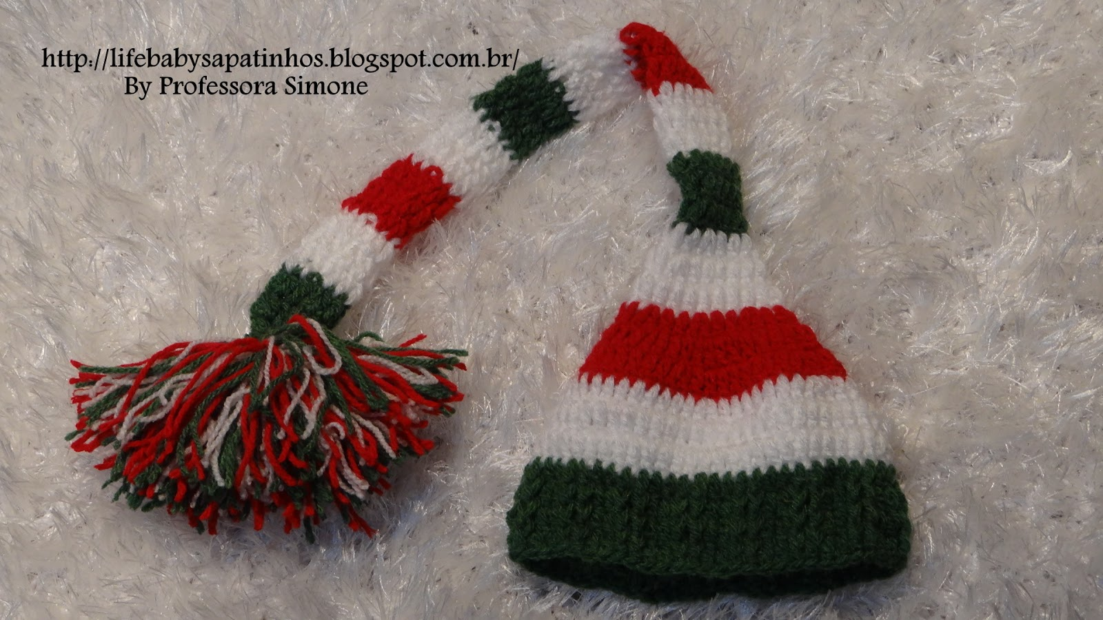 ... prontinho sua touca de Natal Pom Pom está pronta agora faça um lindo Pom  pom e aplique na ponta da touca finalizando assim seu trabalho. 408b33ee276
