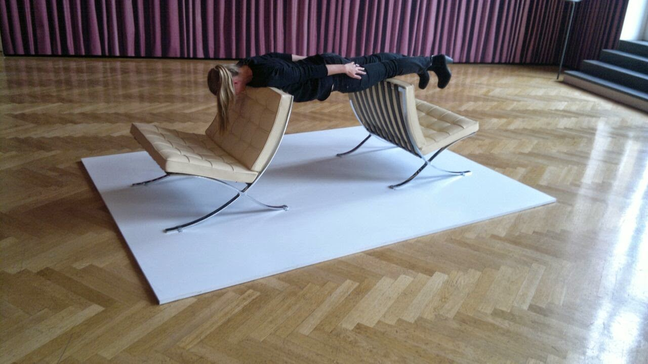 was kostet die welt erwin wurm s one minute sculptures. Black Bedroom Furniture Sets. Home Design Ideas
