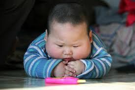 niño chino preparado para un festin