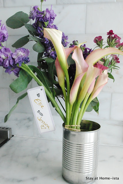 an easy hostess gift- fresh flowers in a tin can! from stayathomeista.com