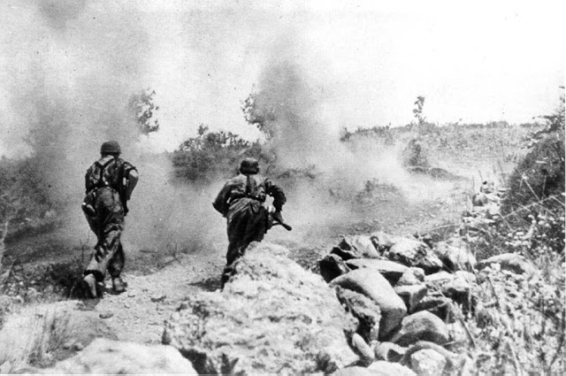 German paratroopers in action on Battle of Crete, Greece, Mai 1941