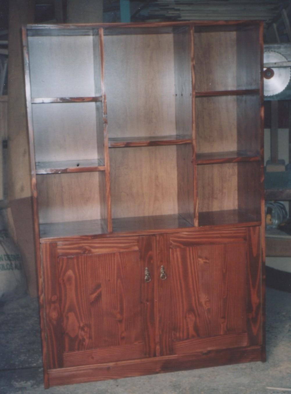 Mueble con repisas y puertas de pino oreg n fabricaci n de muebles puertas y ventanas en - Mueble de pino ...