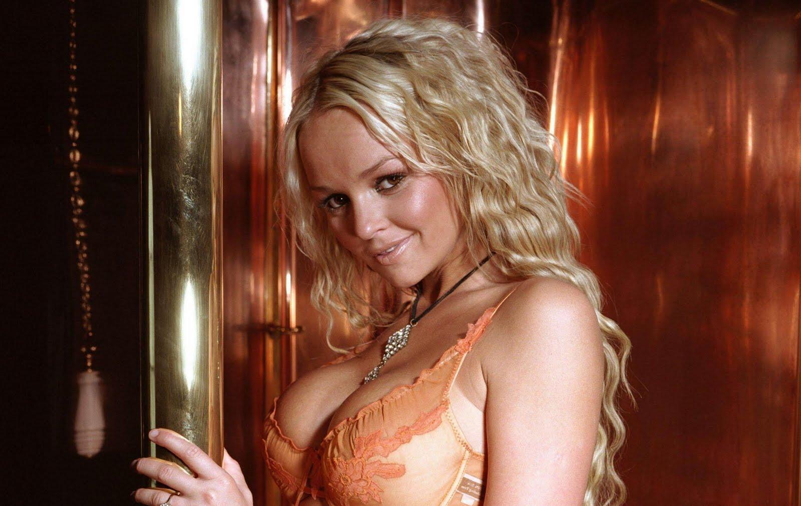 http://1.bp.blogspot.com/-yrW7VuPamWw/TeCZ1gC0XBI/AAAAAAAAP5A/CZMWmWYJUV4/s1600/Jennifer%2BEllison8.jpg