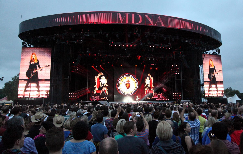 http://1.bp.blogspot.com/-yrcQK61-0hs/UMvYxsF28BI/AAAAAAAAAr4/rWYm2N8Lkns/s1600/Showsec-at-MDNA-UK-Tour-Hyde-Park.jpg