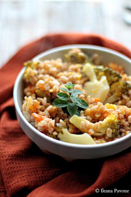 zuppa di farro con zucca e broccoli alle erbe aromatiche