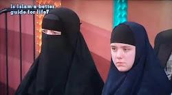 الفتاه الإنجليزيه التي تبلغ من العمر تسع عشرة سنة , وأسلمت هى وأمها كل علي حدة!