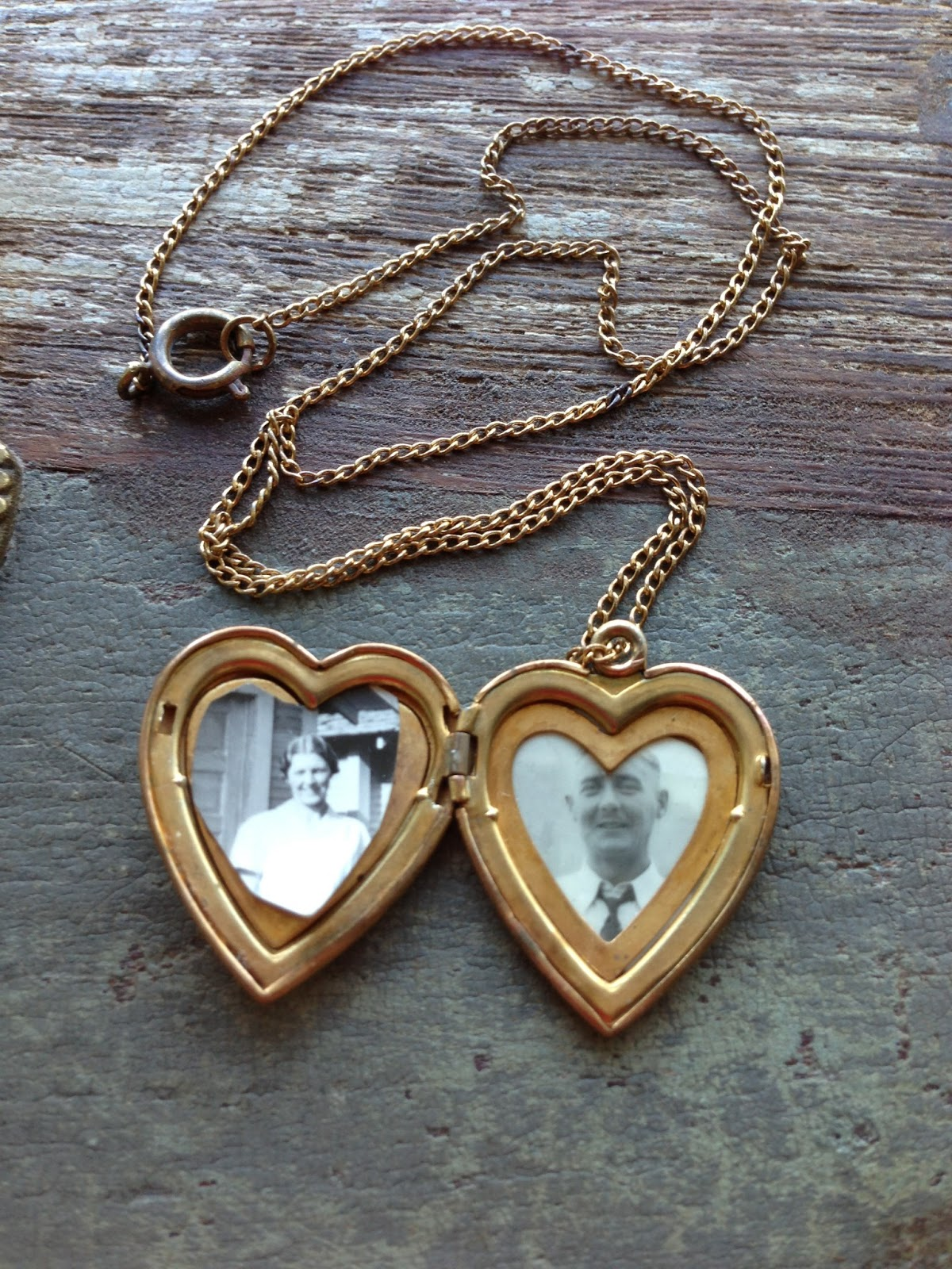 memorystation  vintage mother of pearl gold filled sweetheart locket necklace  circa 1940s