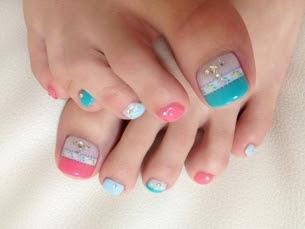 Pretty-Pedicure-Nail-Art-Ideas-for-2012