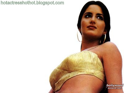 katrina kaif hot pics huge cleavage appearing in pics