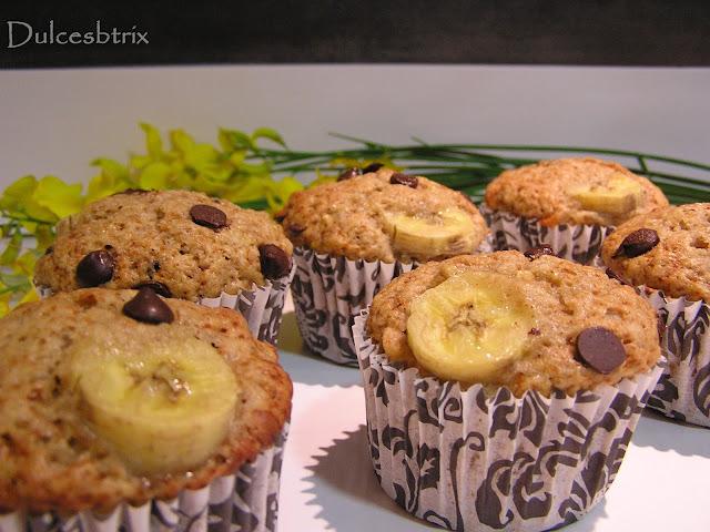 Muffins de plátano con nueces y chocolate