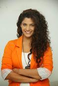 saiyami kher sizzling pics-thumbnail-6