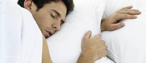 الانتصاب الصباحي للرجال - رجل نائم
