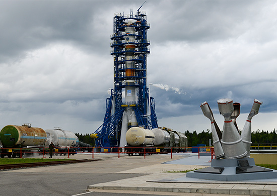 Soyuz-2.1a rocket ready to launch Kobalt-M satellite on June 5, 2015. Credit: Russian Ministry of Defense