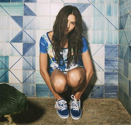Farm e Adidas Originals coleção verão t-shirt shorts e tênis índigo Papaya