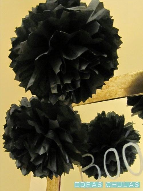 Pompones de papel de seda de color negro