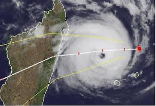 Zyklon GIOVANNA erreicht Madagaskar als gewaltiger Hurrikan, Madagaskar, Giovanna, major hurricane, aktuell, Vorhersage Forecast Prognose, Februar, 2012, Touristen, Fluglinie airline Flug gecancelt, Satellitenbild Satellitenbilder,
