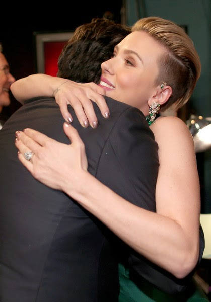 Oscar red carpet is full of revelations, not the least of which is how deftly John Travolta juggled his humor, suspense, and geopolitics.  May be it's not surprise for us, but Scarlett Johansson still showing no sign to recognizing while touring her art to the 87th Annual Academy Awards at Hollywood on Sunday, February 22, 2015.