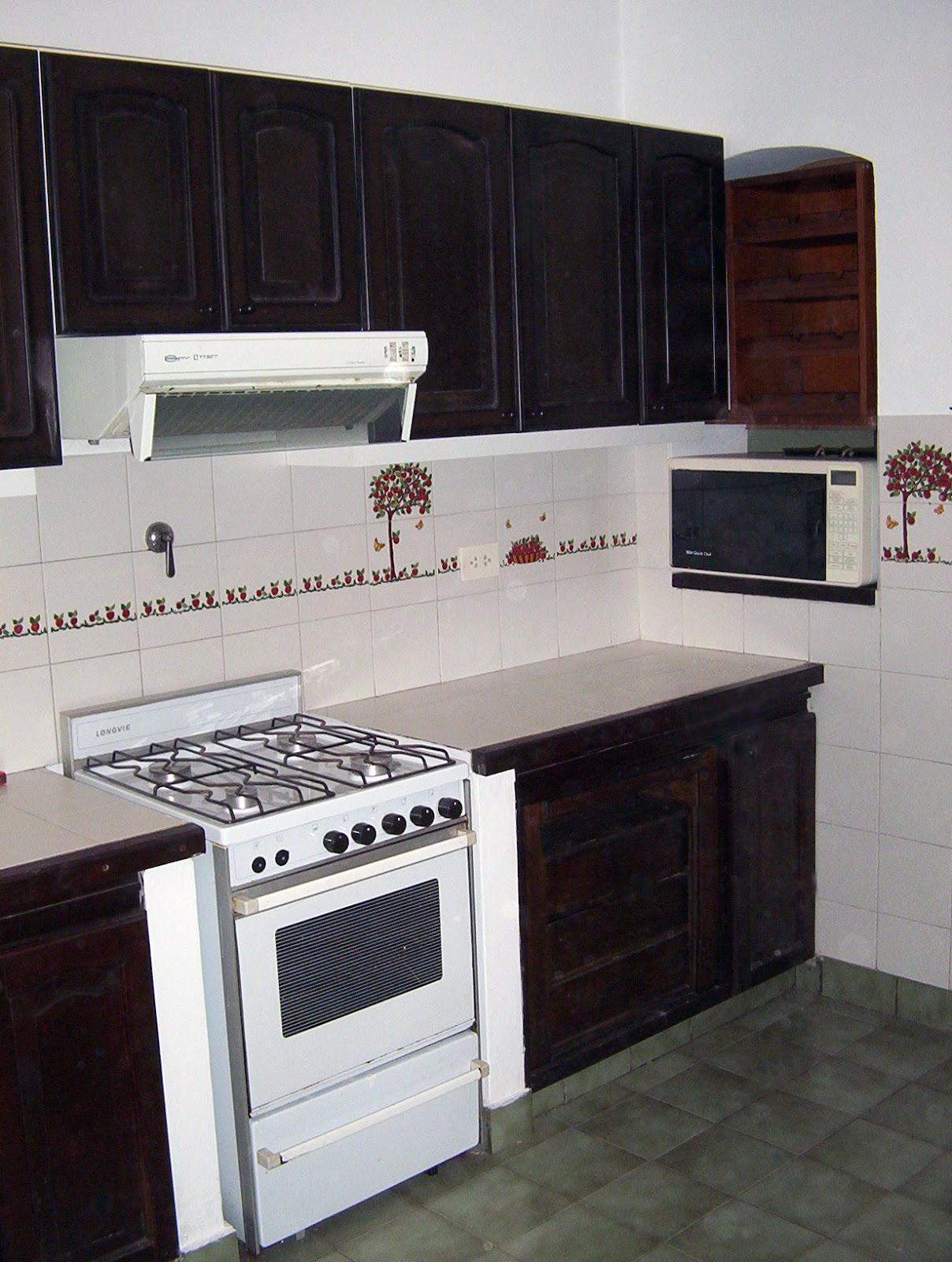 Cocina antigua se le agregaron alacenas con puertas en - Alacenas de cocina antiguas ...