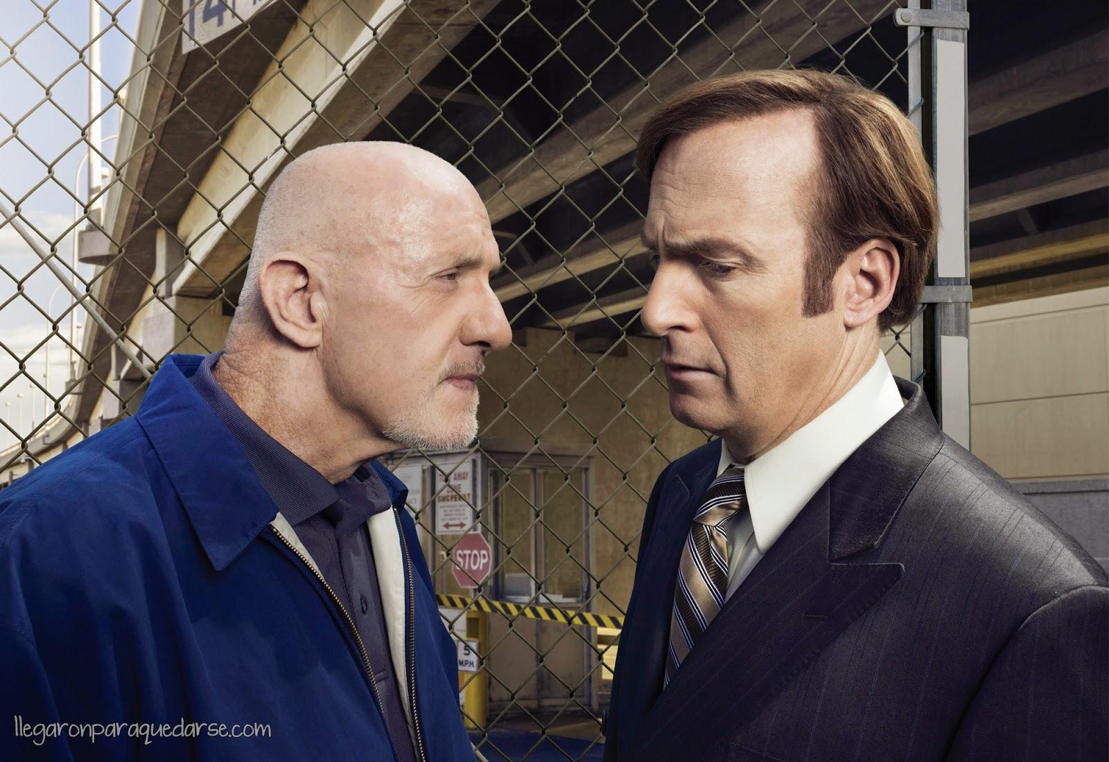 Jonathan Banks como Mike Ehrmantraut y Bob Odenkirk como Saul Goodman