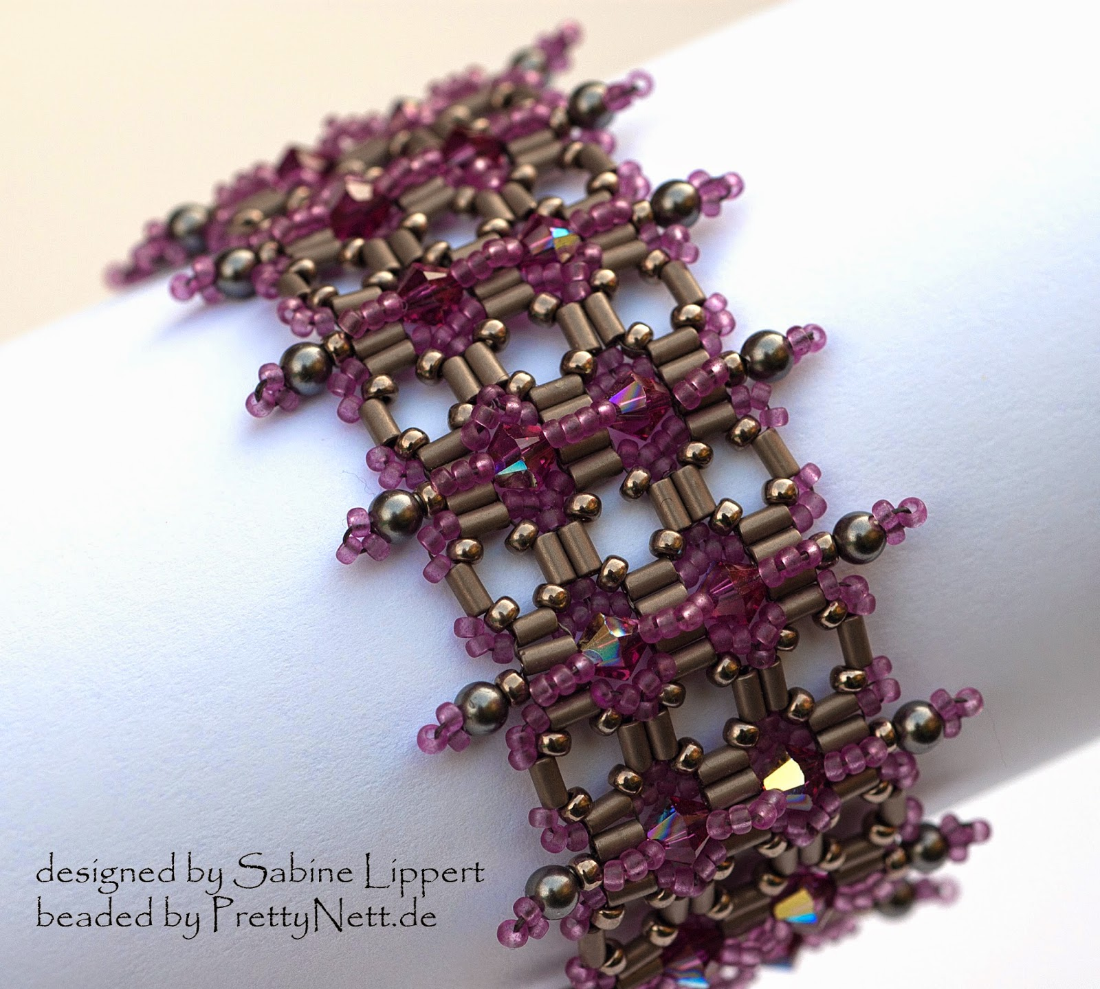Bracelet Armbad Vertikal in lila beaded by PrettyNett.de