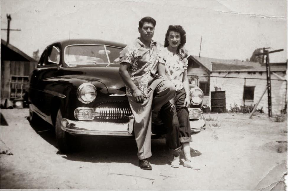 Después de la Guerra, Félix García junto a su esposa, Josephine, y su Chevy negro.