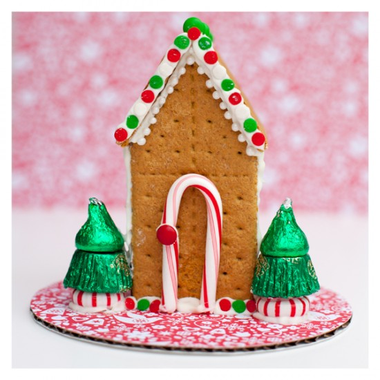 how to make a gingerbread train out of graham crackers