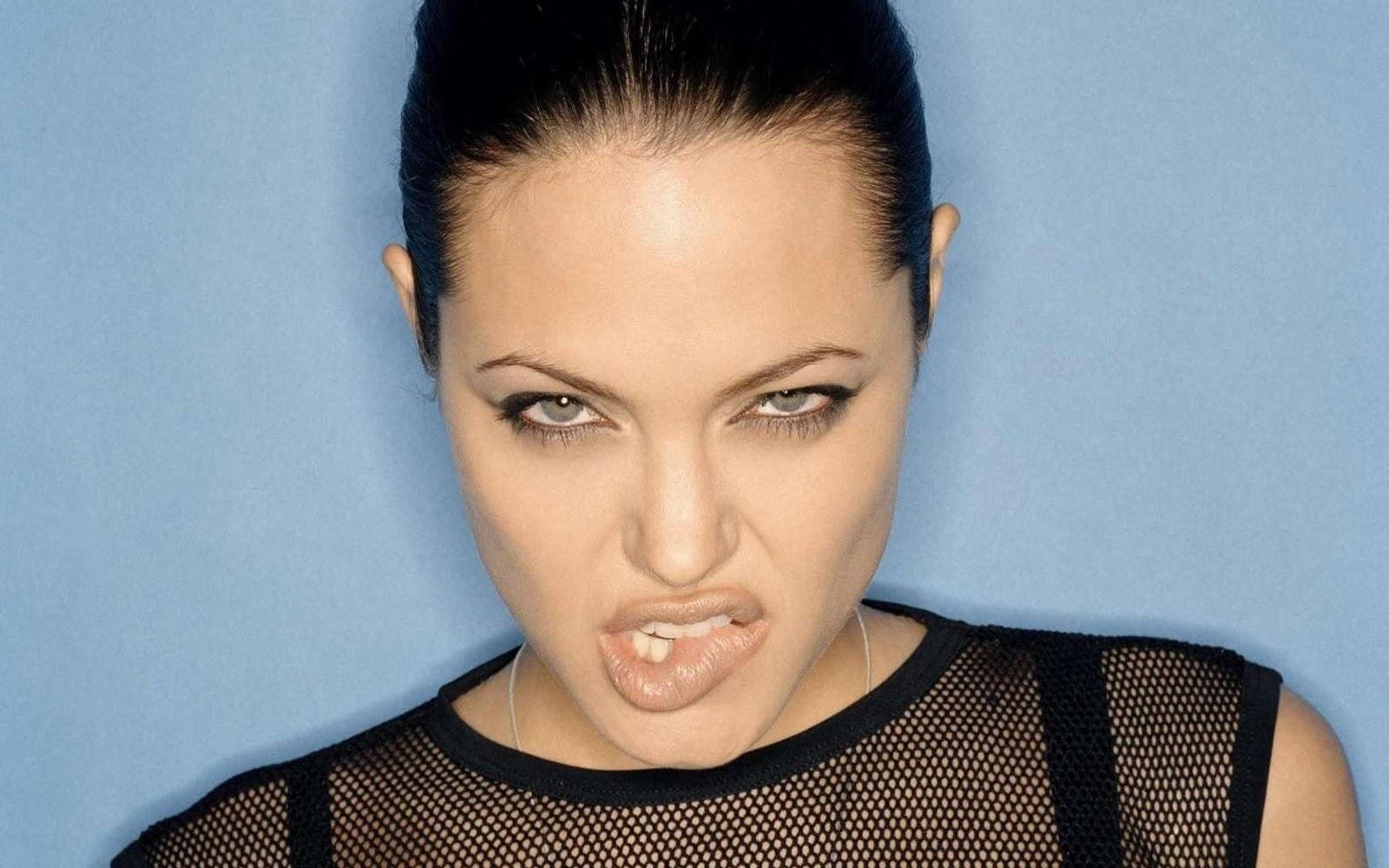 http://1.bp.blogspot.com/-yuSM3-0Ebcs/Tq5qe1YYWSI/AAAAAAAAAus/VrkpPi6tCZI/s1600/Angelina-Jolie-sexy-sheer-biting-lip.jpg
