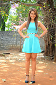 Raashi khanna at jil trailer launch-thumbnail-3
