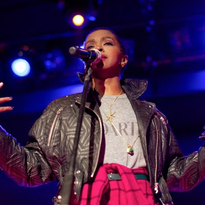 Did Lauryn Hill Throw Out A Fan During Her Performance?