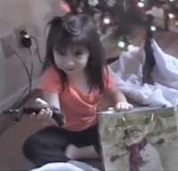 Bromas de Navidad: Regalos inesperados a niños
