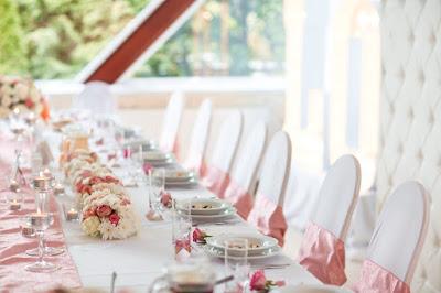 dekoracja ślubna róż pudrowy