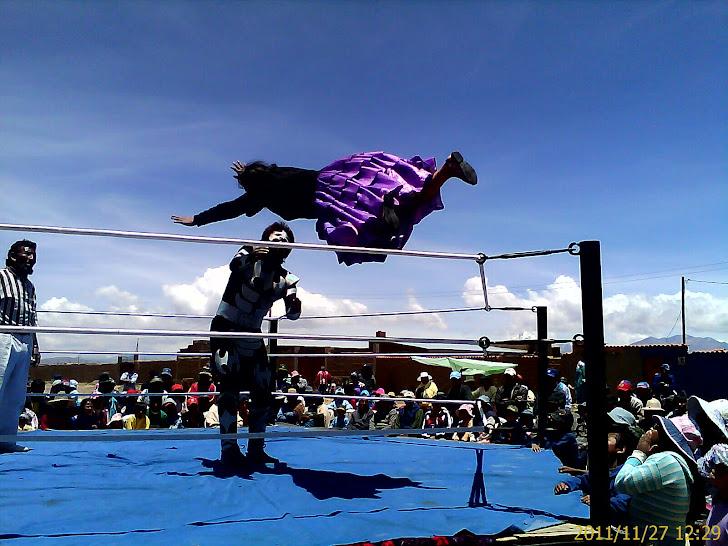 LIDER, Kid Simonini y las Cholitas Luchadoras.