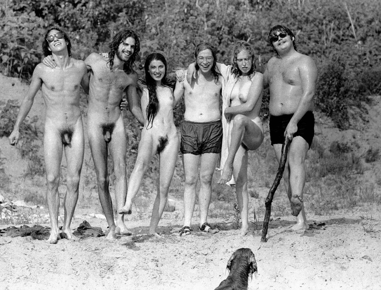 Фото семей нудистов ретро 21 фотография