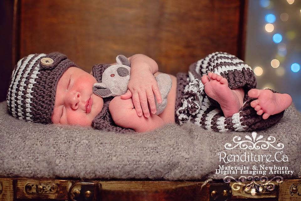 Saskatoon-Newborn-Photographer-Baby-Photography-Photographer-Maternity-Pregnancy-Family-Renditure-Child-Infant-Tot-Kid-Photos-Saskatchewan-YXE