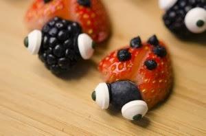 http://farmerswiferambles.com/2013/01/valentines-day-fruit-lovebugs/