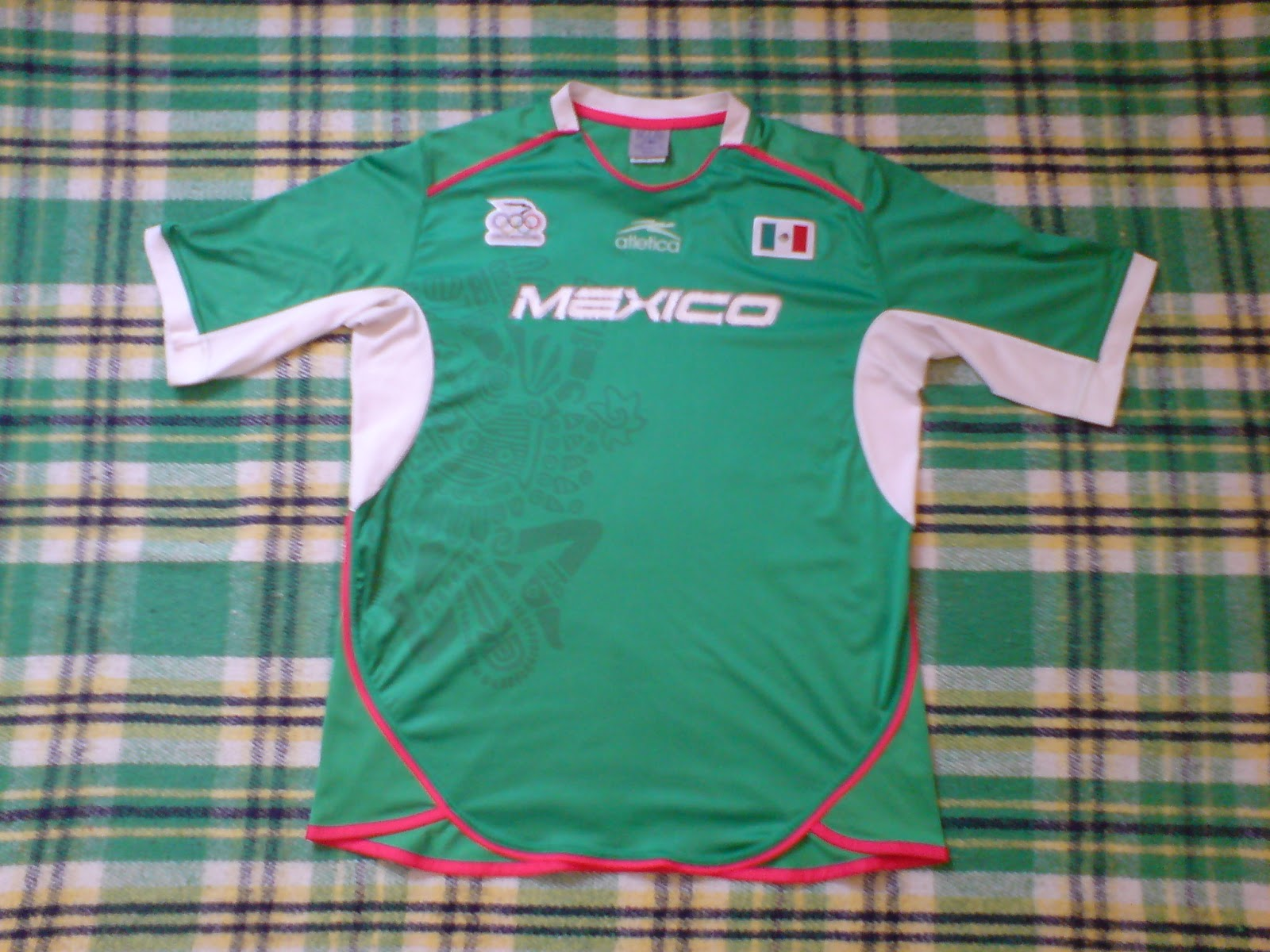 En este video se puede ver la camiseta siendo usada por la selección  mexicana varonil en el último partido de su grupo 7272c0d9c3776