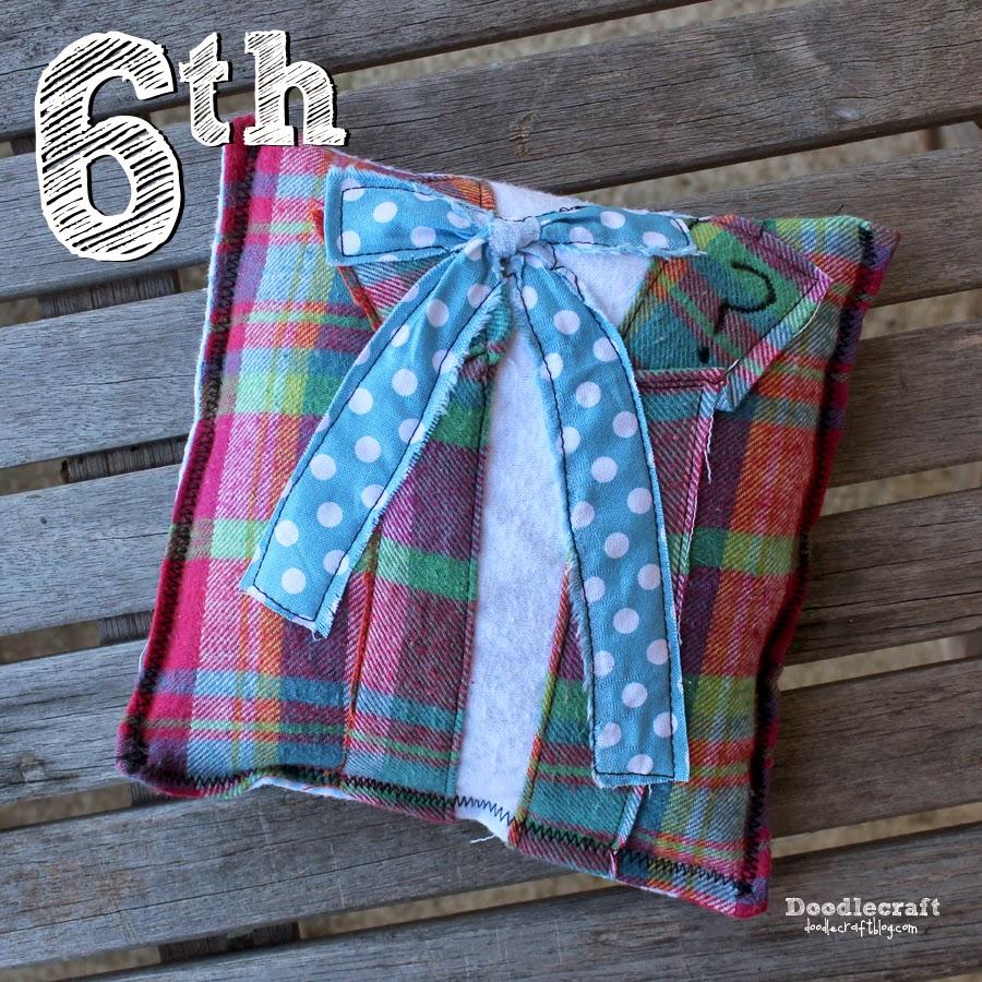 http://www.doodlecraftblog.com/2014/11/collin-baker-patchwork-bean-bag-warmer.html