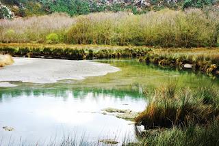 Río Barayo en la playa del mismo nombre