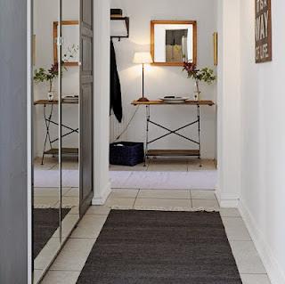 Decoraci n de interiores espejos en el hall for Espejos para pasillos