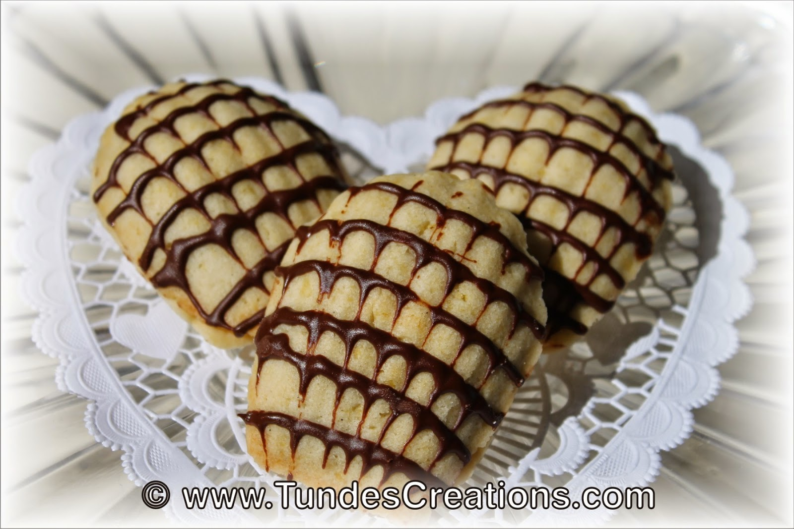 Shell cookie with chocolate filling