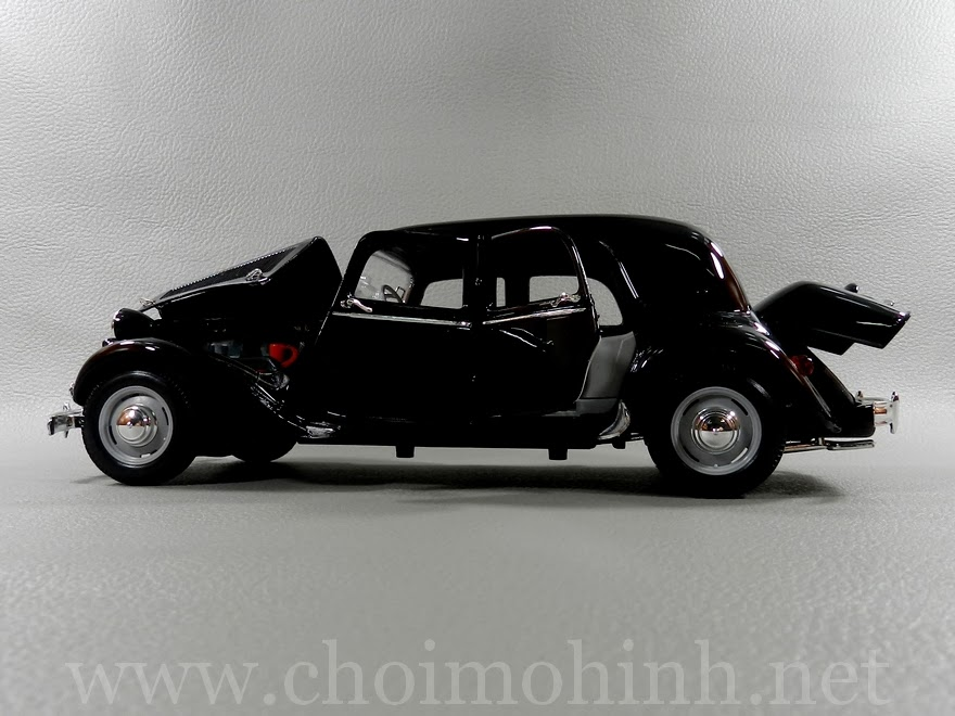 Citroen 15CV 6 Cyl 1952 1:18 Maisto door