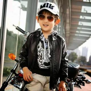 Foto anak laki-laki keren dengan gaya terbaik