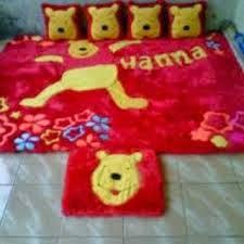 gambar karpet berkarakter winna thepooh