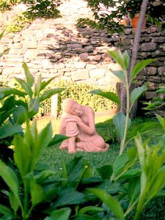 буддийская скульптура в парке