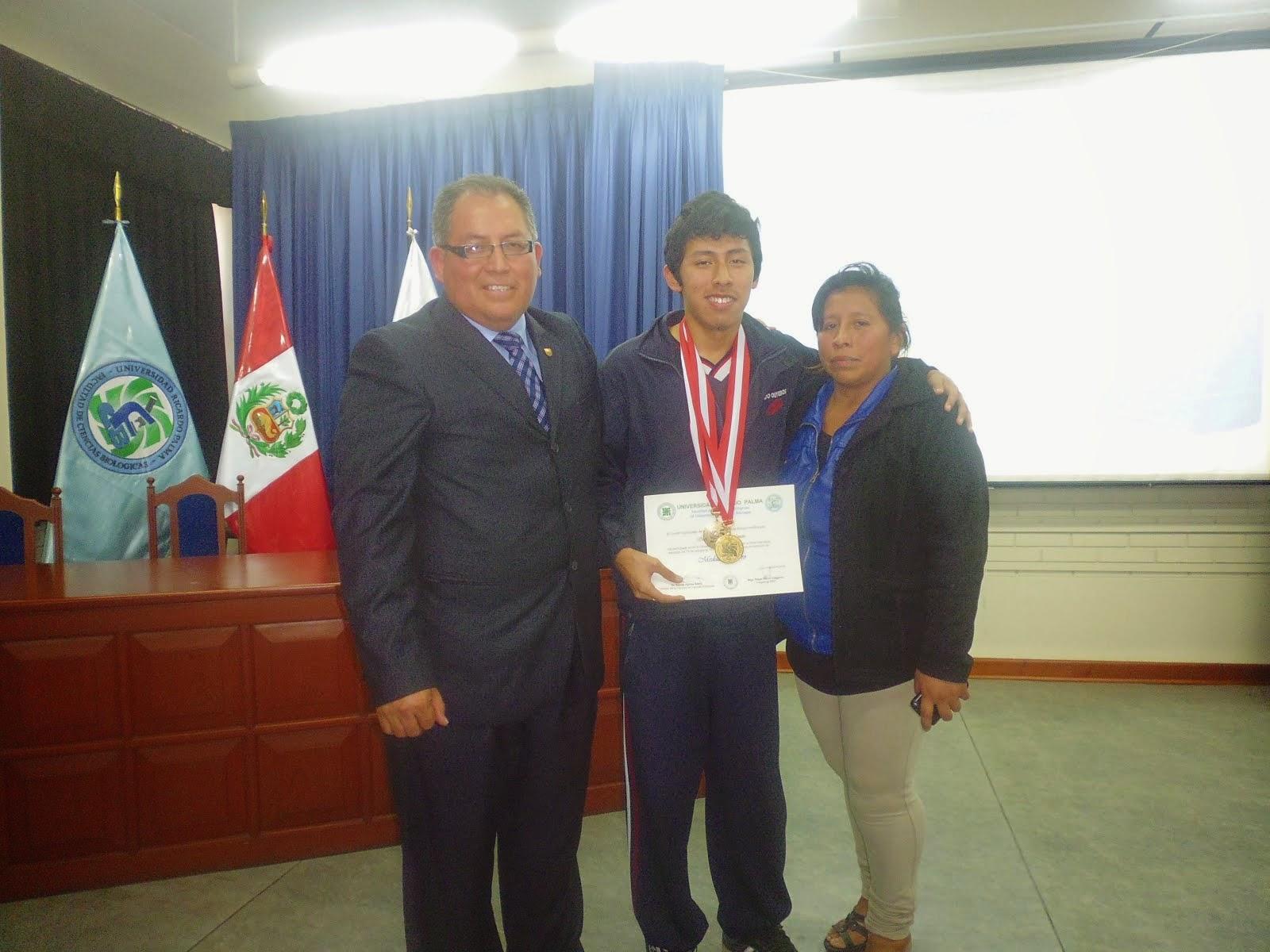 MEDALLA DE ORO Y  NUEVO CAMPEÓN NACIONAL EN LA IX OLIMPIADA PERUANA DE BIOLOGIA O.P.B. 2014.
