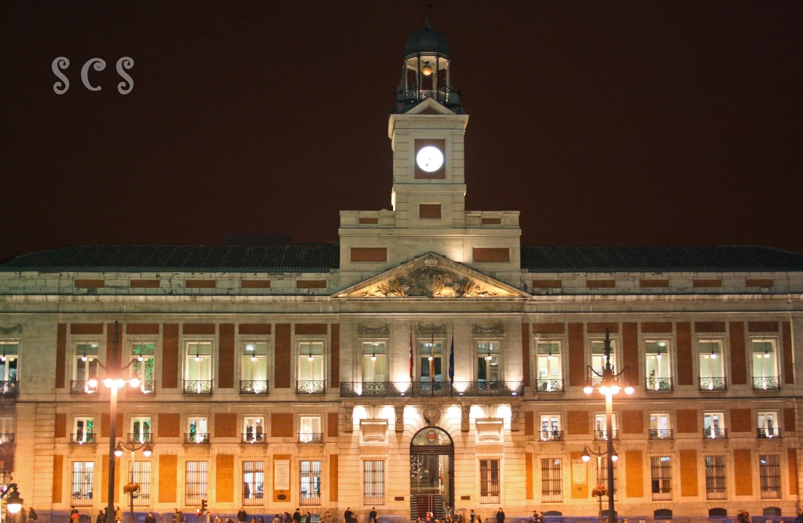 Puerta del sol madrid for La real casa de correos