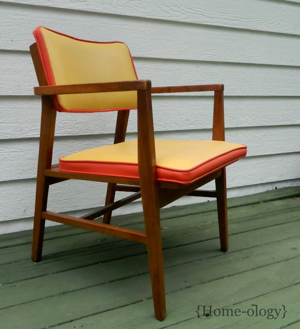 danish modern chair via homeologymodernvintage.com